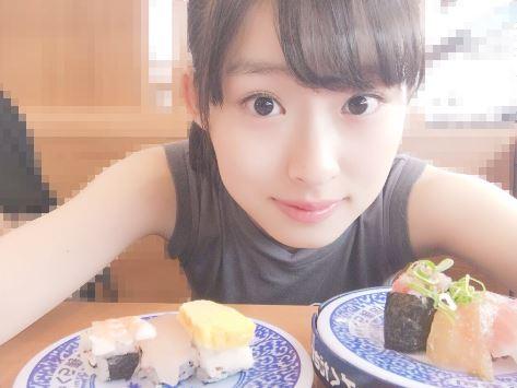 寿司屋での井本彩花